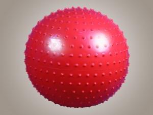Фитбол с шипами (диаметр 65 см) с насосом красный